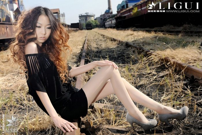 [Ligui丽柜]2012.03.16 乡村小站的美腿丝袜诱惑 上 model 文欣[37+1P/58.3M]